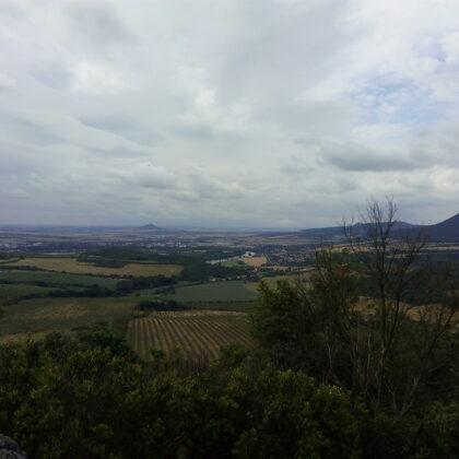 Výhled na Lovoš z hradu Kamýk